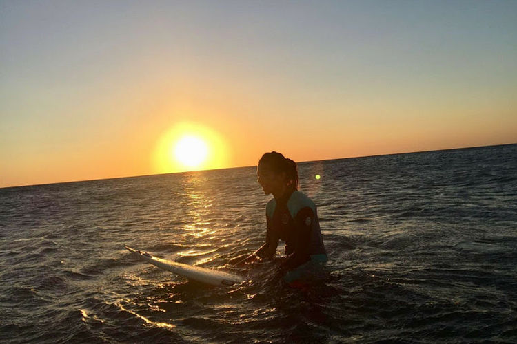¿Qué necesitas para empezar a surfear con 40 años?